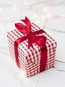 Fotos Großansicht Geschenke Schleife Schachtel