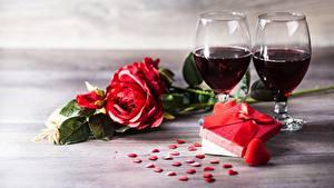 Fotos Rosen Valentinstag Wein Geschenke Herz Weinglas Blumen Lebensmittel