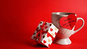 Papéis de parede Dia dos Namorados Fundo vermelho Chávena Presentes Coração Inglês