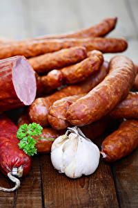 Fotos Fleischwaren Wurst Knoblauch Bretter