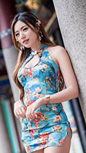 Fotos Asiaten Kleid Hand Braune Haare Bokeh Mädchens