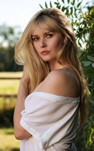 Fotos Carla Monaco Blondine Haar Blick Unscharfer Hintergrund junge frau