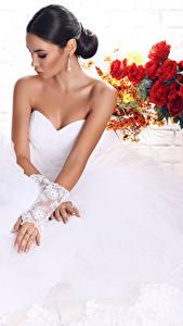 Fonds d'écran Bouquets Jeune mariée Les robes Main Cheveux noirs Fille