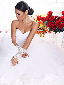 Fotos Sträuße Brautpaar Kleid Hand Brünette Mädchens