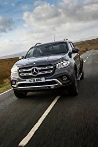 Fotos Mercedes-Benz Fahren Pick-up UK-version 2017 X-Class