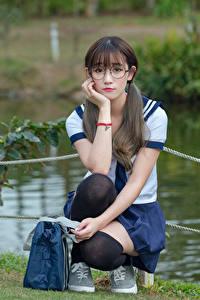 Hintergrundbilder Asiatische Golf Brille Sitzen Schulmädchen Schön Süß Mädchens