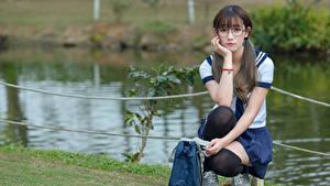 Hintergrundbilder Asiatische Golf Brille Sitzen Schulmädchen Schöne Süß junge frau
