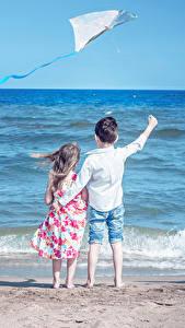 Hintergrundbilder Küste Wasserwelle Jungen Kleine Mädchen 2 Hinten Kinder