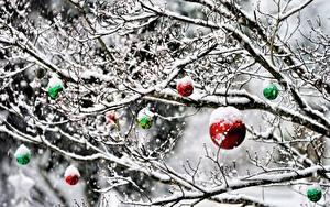 Hintergrundbilder Neujahr Ast Schnee Kugeln