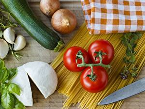 Hintergrundbilder Tomate Gurke Zwiebel Knoblauch Käse Makkaroni