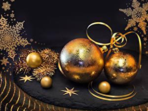 Bilder Neujahr Schwarzer Hintergrund Kugeln Schneeflocken