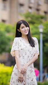 Hintergrundbilder Asiatische Bokeh Kleid Hand Braunhaarige Blick Mädchens