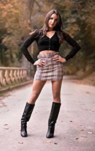 Bilder Posiert Bein Stiefel Rock Bluse Starren Nadia junge frau