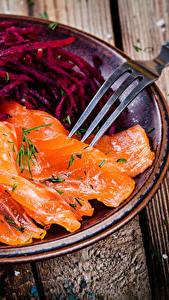 Fotos Fische - Lebensmittel Lachs Bretter Teller Gabel Lebensmittel