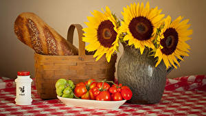 Hintergrundbilder Stillleben Sonnenblumen Brot Tomate Vase Weidenkorb Lebensmittel Blumen