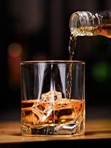 Hintergrundbilder Whiskey Getränke Trinkglas Eis Lebensmittel