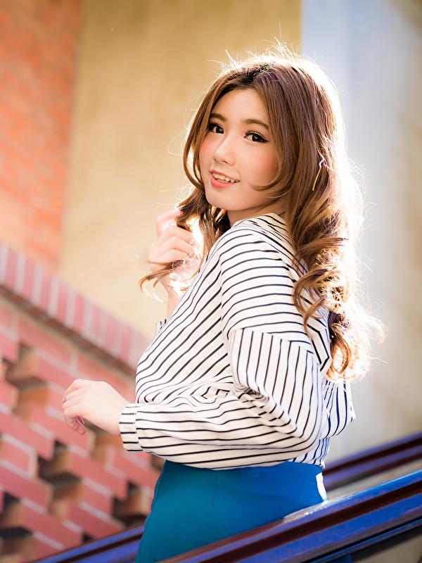 Bilder Braune Haare unscharfer Hintergrund süße Bluse Mädchens asiatisches Starren 600x800 für Handy Braunhaarige Bokeh nett Süß süßer süßes niedlich junge frau junge Frauen Asiaten Asiatische Blick