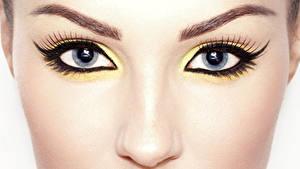 Desktop hintergrundbilder Nahaufnahme Augen Wimper Makrofotografie Gesicht Make Up Blick Nase Schöne junge frau