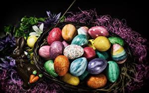 Bilder Ostern Süßware Schokolade Kaninchen Ei Weidenkorb Bunte