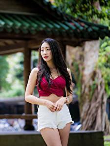 Hintergrundbilder Asiatisches Bokeh Shorts Unterhemd Brünette junge frau