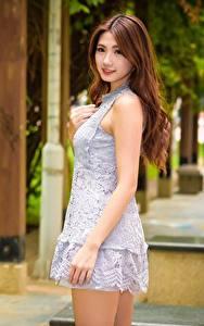 Hintergrundbilder Asiatisches Unscharfer Hintergrund Braunhaarige Kleid Hand Blick