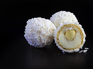 Fotos Süßigkeiten Bonbon Schalenobst Schwarzer Hintergrund Drei 3 Lebensmittel