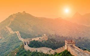 Fotos Chinesische Mauer China Sonnenaufgänge und Sonnenuntergänge Gebirge Sonne