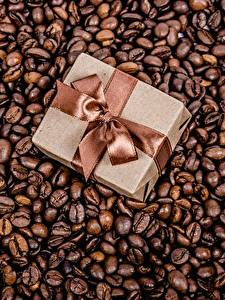 Desktop hintergrundbilder Kaffee Getreide Schachtel Geschenke Schleife Lebensmittel