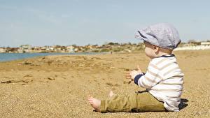 Hintergrundbilder Strand Sand Junge Sitzend kind