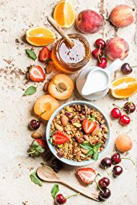 Fotos Müsli Obst Honig Milch Aprikose Zitrusfrüchte Erdbeeren Kirsche Frühstück Lebensmittel