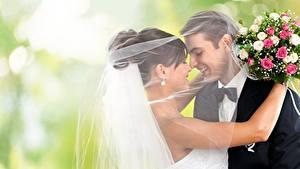 Bilder Sträuße Paare in der Liebe Hochzeiten Zwei Lächeln Querbinder Bräutigam Bräute Umarmung junge Frauen