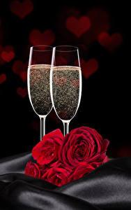 Fotos Feiertage Rosen Schaumwein Rot Weinglas Zwei Herz Blumen