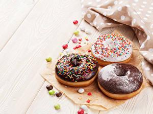 Hintergrundbilder Backware Donut Schokolade Süßigkeiten Bretter Drei 3