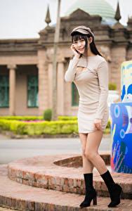 Hintergrundbilder Asiaten Kleid Stiefel Bein Baseballcap Mädchens