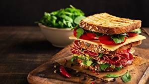Bilder Butterbrot Sandwich Wurst Käse Tomate das Essen
