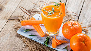 Hintergrundbilder Saft Mandarine Mohrrübe Bretter Trinkglas Lebensmittel