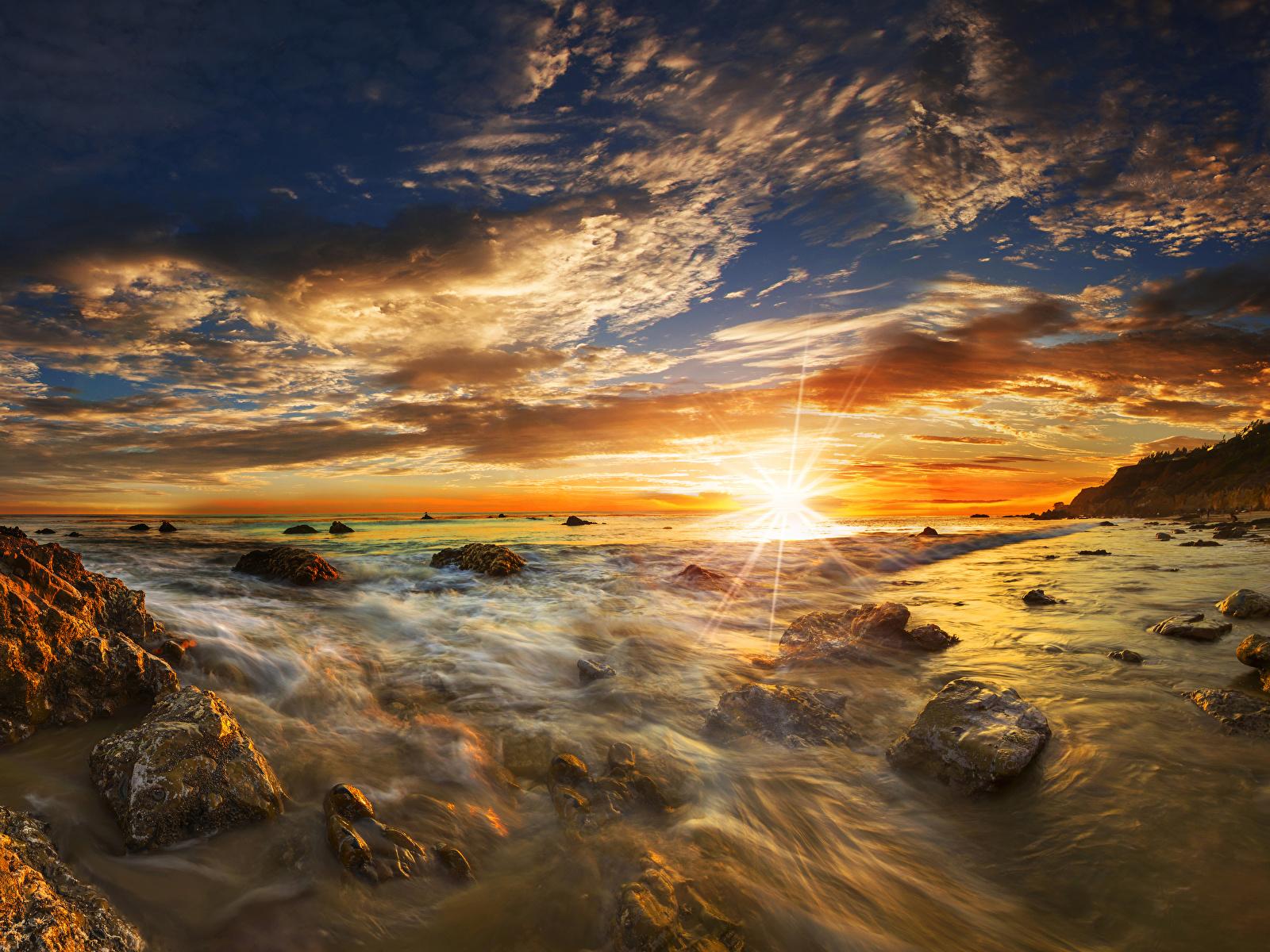 Fotos von USA Matador State Beach Malibu Sonne Natur Himmel Landschaftsfotografie Sonnenaufgänge und Sonnenuntergänge Stein Küste Wolke 1600x1200 Vereinigte Staaten Morgendämmerung und Sonnenuntergang Steine