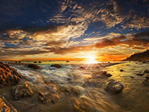 Hintergrundbilder USA Küste Sonnenaufgänge und Sonnenuntergänge Landschaftsfotografie Steine Himmel Wolke Sonne Matador State Beach Malibu