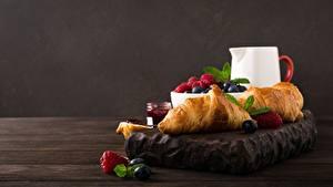 Hintergrundbilder Croissant Beere Himbeeren Frühstück