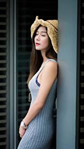 Fotos Asiatische Braune Haare Der Hut Unscharfer Hintergrund Mädchens