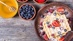 Fotos Backware Beere Heidelbeeren Honig Puderzucker Erdbeeren Bretter Lebensmittel