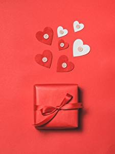 Papel de Parede Desktop Dia dos Namorados Coração Presentes Fundo vermelho