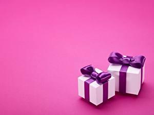 Bilder Geschenke Zwei Schleife Farbigen hintergrund Vorlage Grußkarte