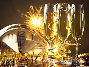 Papéis de parede Ano-Novo Feriados Champanhe Copo de vinho Fita