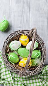 Fotos Feiertage Ostern Bretter Eier Weidenkorb