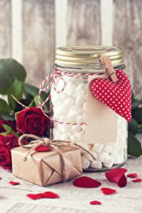 Fotos Valentinstag Rose Dunkelrote Kronblätter Herz Geschenke Weckglas Marshmallow Blumen