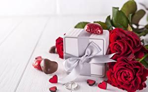 Bilder Rosen Valentinstag Geschenke Schleife Herz
