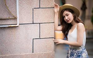 Bilder Asiaten Posiert Hand Der Hut Braune Haare Mädchens