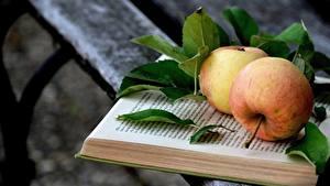 Hintergrundbilder Äpfel Bretter Buch Blatt Lebensmittel