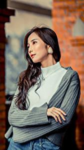 Bilder Asiaten Pose Hand Blick junge frau